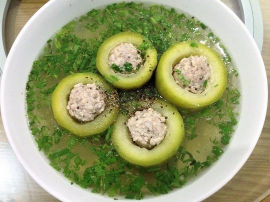 Món bí xanh nhồi cá chép có tác dụng thanh nhiệt, giải độc, giúp người bệnh nhanh chóng cải thiện sức khỏe