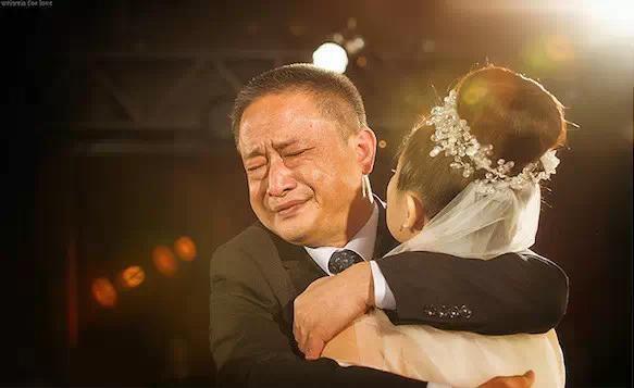 Hơn 20 năm, con gái oán hận người cha ngoại tình nhưng rồi ân hận tột cùng khi biết được sự thật đau lòng - Ảnh 1