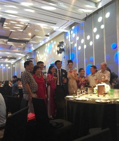 Lễ cưới siêu 'khủng' của BTV Quang Minh và vợ xinh đẹp kém tuổi