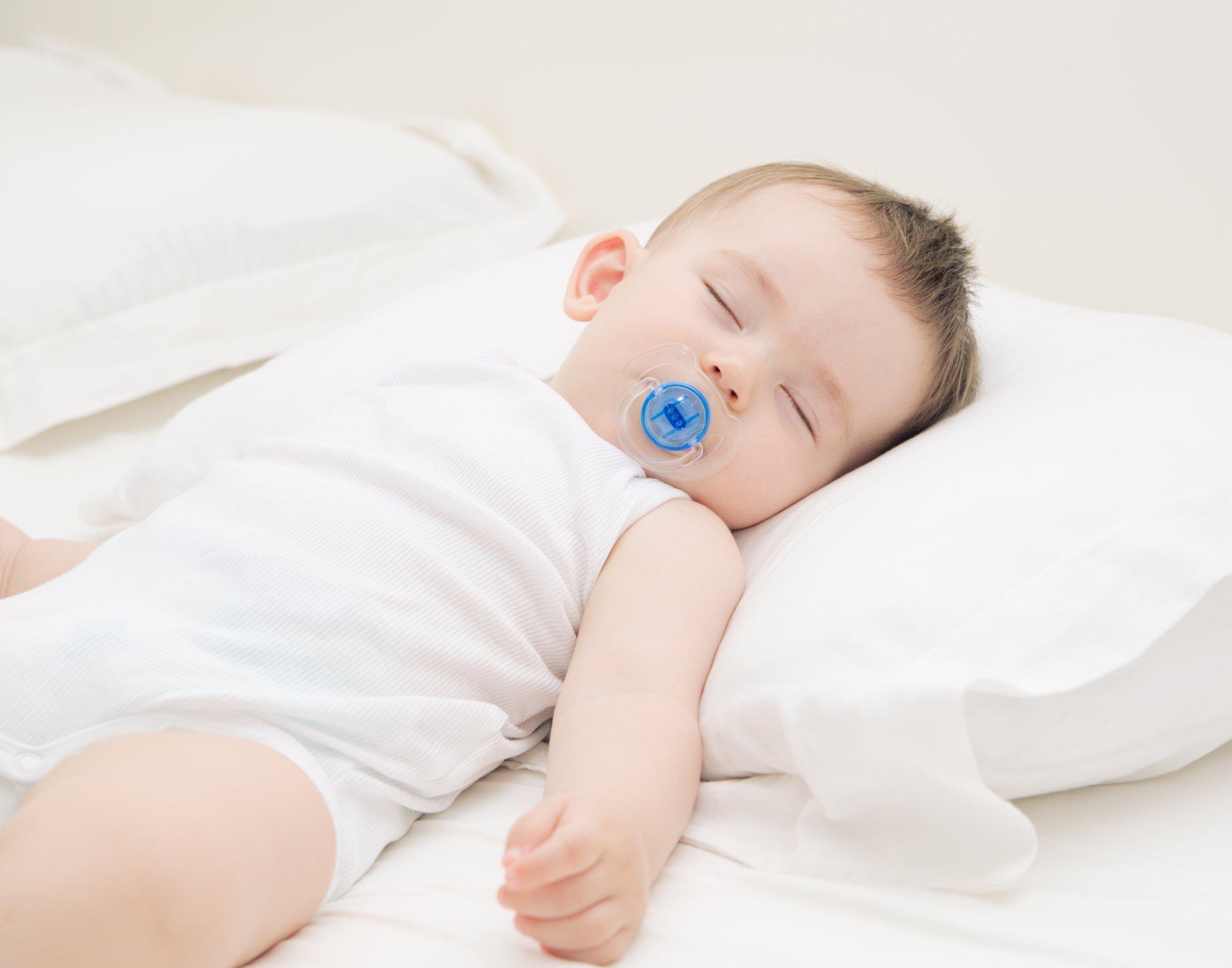 5 lý do thuyết phục cha mẹ không nên cho trẻ sơ sinh nằm gối - Ảnh 1