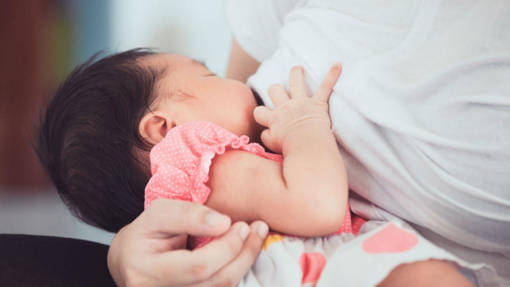 10 lợi ích khi nuôi con bằng sữa mẹ ai cũng nên đọc một lần - Ảnh 1