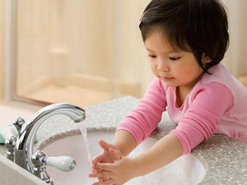 6 bước rửa tay bằng xà phòng giúp ngăn ngừa virus cúm cho trẻ - Ảnh 8