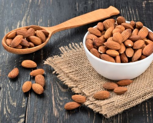 Ăn hạnh nhân vào bữa sáng, giảm cholesterol - Ảnh 1