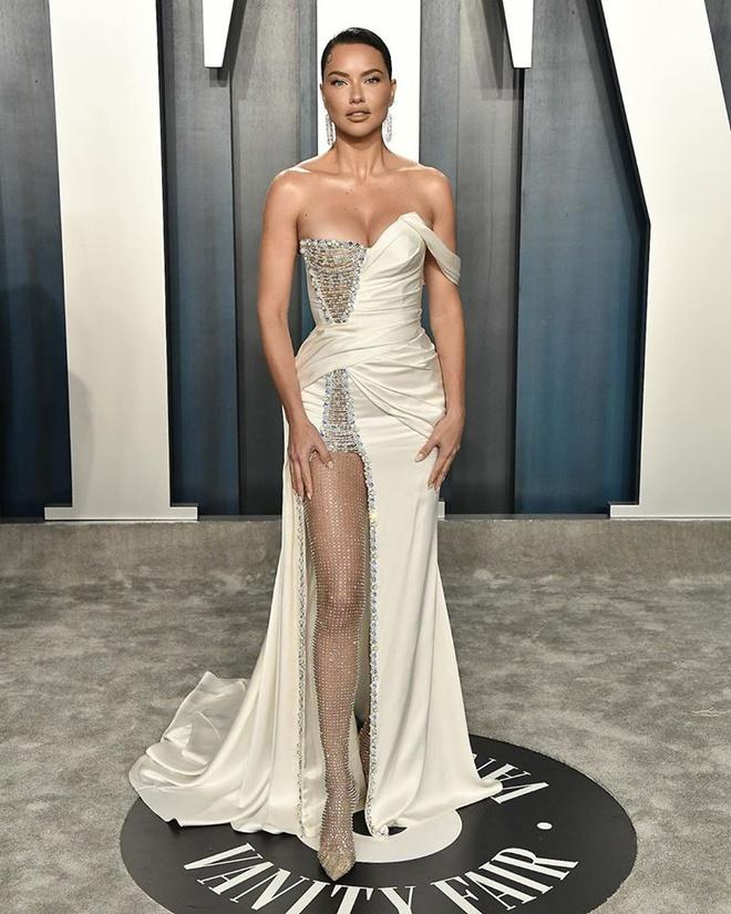 Dàn mỹ nhân lộ ngực phản cảm, mặc quần đùi tại bữa tiệc hậu Oscar - Ảnh 10
