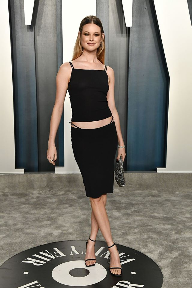 Dàn mỹ nhân lộ ngực phản cảm, mặc quần đùi tại bữa tiệc hậu Oscar - Ảnh 2