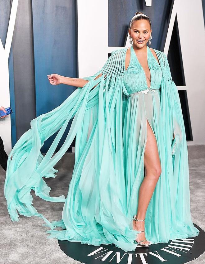 Dàn mỹ nhân lộ ngực phản cảm, mặc quần đùi tại bữa tiệc hậu Oscar - Ảnh 6