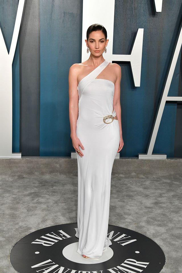 Dàn mỹ nhân lộ ngực phản cảm, mặc quần đùi tại bữa tiệc hậu Oscar - Ảnh 7