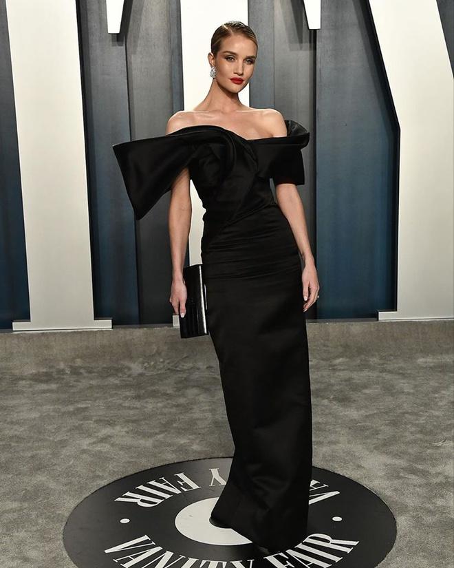 Dàn mỹ nhân lộ ngực phản cảm, mặc quần đùi tại bữa tiệc hậu Oscar - Ảnh 8