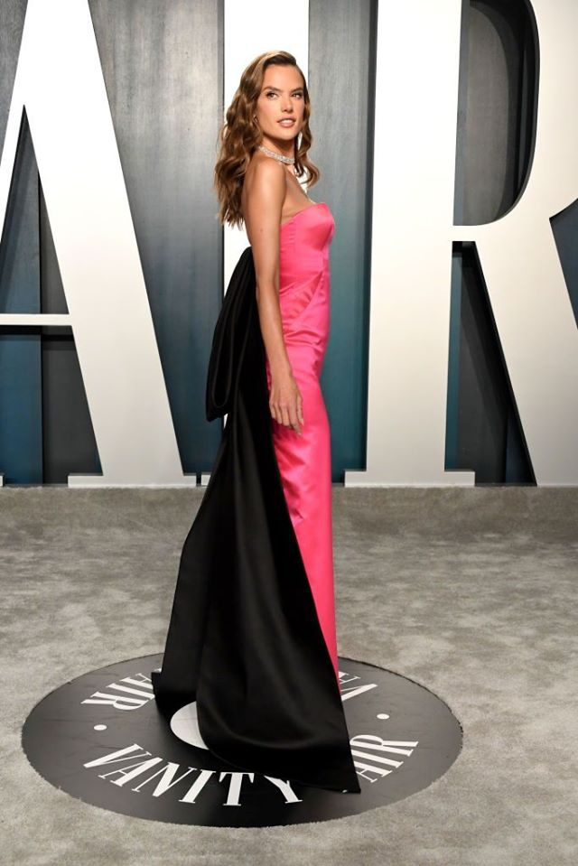 Dàn mỹ nhân lộ ngực phản cảm, mặc quần đùi tại bữa tiệc hậu Oscar - Ảnh 9