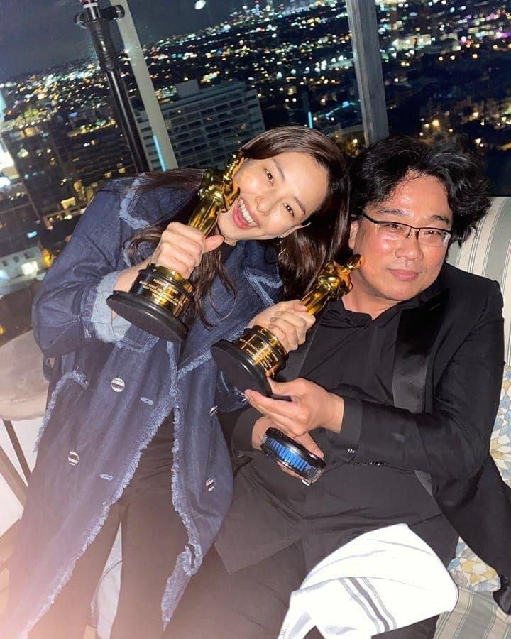 Hoa hậu Hàn bị chỉ trích 'hám fame' khi đăng ảnh chúc mừng đoàn phim 'Ký Sinh Trùng' tại Oscar - Ảnh 1