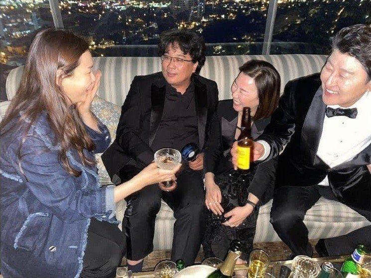 Hoa hậu Hàn bị chỉ trích 'hám fame' khi đăng ảnh chúc mừng đoàn phim 'Ký Sinh Trùng' tại Oscar - Ảnh 3