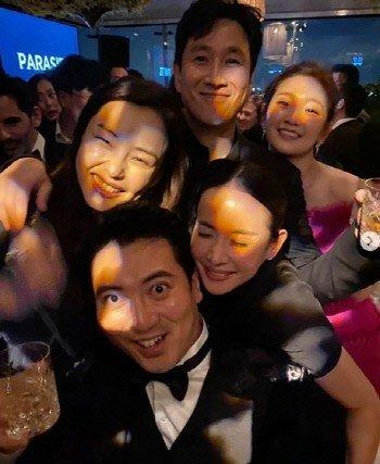 Hoa hậu Hàn bị chỉ trích 'hám fame' khi đăng ảnh chúc mừng đoàn phim 'Ký Sinh Trùng' tại Oscar - Ảnh 6