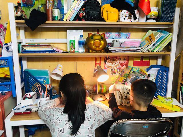 Trẻ nghỉ học tránh dịch: Mẹ gồng mình quản 8 con lẫn cháu, mẹ cho con về quê 'lánh nạn' - Ảnh 1