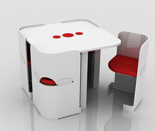 Bộ bàn ghế ăn trông như một chiếc tủ để đồ vuông vức, gọn gàng giúp