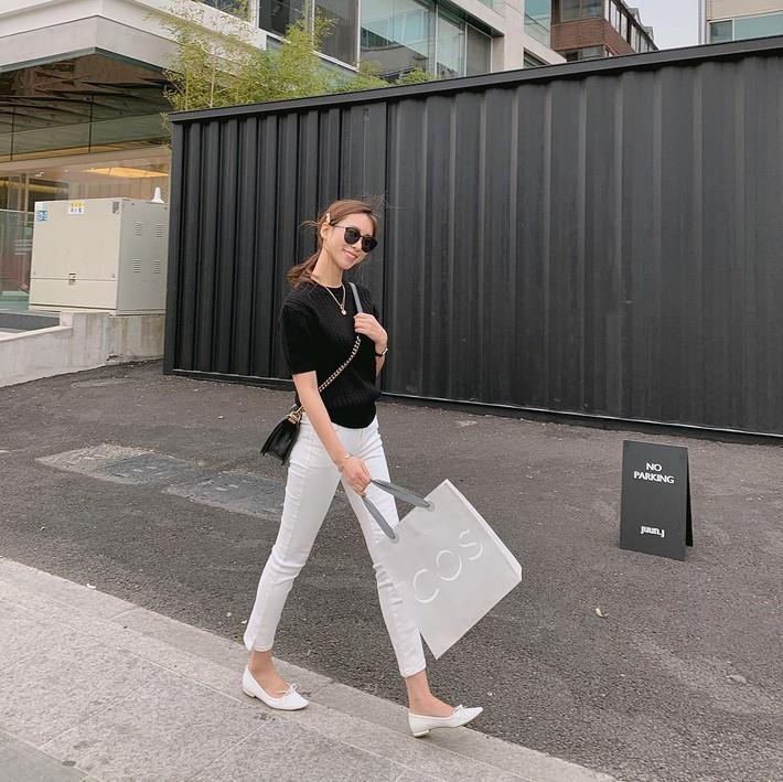 Đây chính là 15 set đồ mặc đẹp bất chấp nắng mưa cho nàng công sở - Ảnh 10