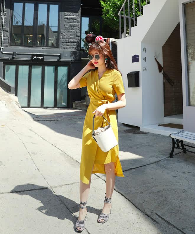 Đây chính là 15 set đồ mặc đẹp bất chấp nắng mưa cho nàng công sở - Ảnh 14