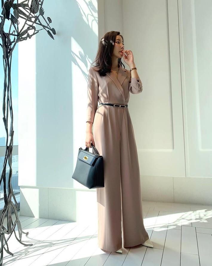 Đây chính là 15 set đồ mặc đẹp bất chấp nắng mưa cho nàng công sở - Ảnh 8