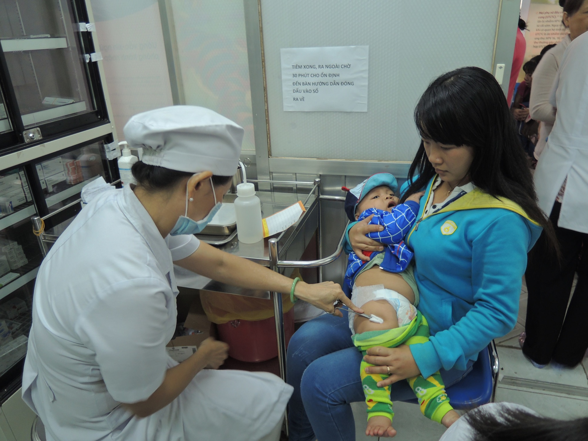 Hết vắc xin 5 trong 1 Quinvaxem, nhiều phụ huynh lo lắng - Ảnh 2