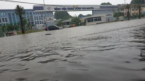 Thái Nguyên: Sập tường do mưa lớn trong đêm làm 3 người tử vong - Ảnh 1
