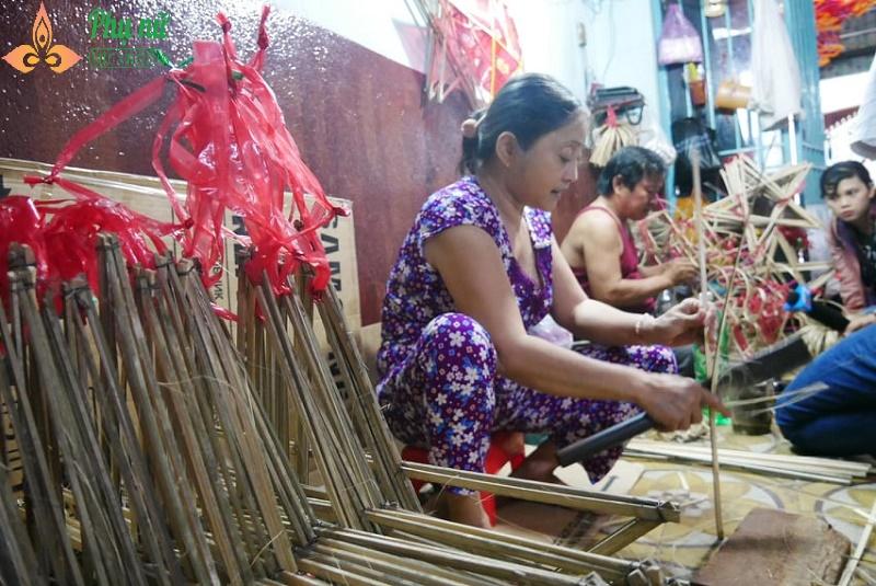 Về thăm làng đèn lồng truyền thống rộn ràng trước Tết Trung thu - Ảnh 4