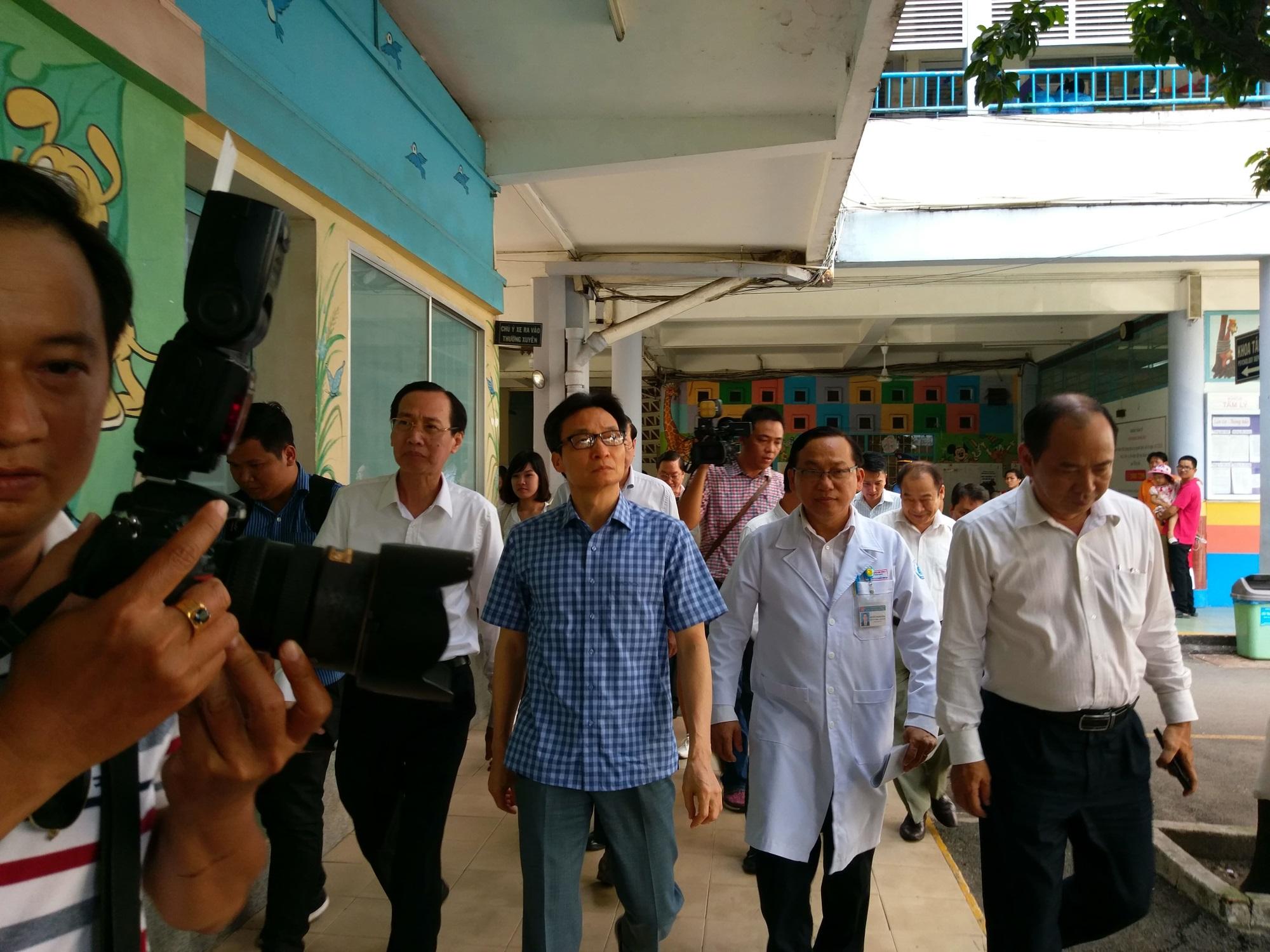 Phó Thủ tướng Vũ Đức Đam thăm và làm việc với 2 bệnh viện tại TPHCM - Ảnh 2