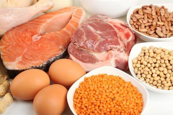 Nên cho trẻ bị béo phì ăn xen kẽ các loại thực phẩm như thịt, cá, trứng, đậu,... và tránh ăn quá nhiều thịt. Ảnh minh họa: Internet