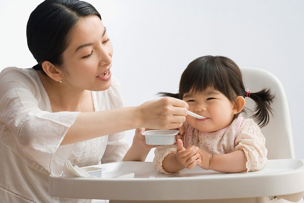 Mẹ cần biết: Cho trẻ ăn váng sữa như thế nào là tốt? - Ảnh 3