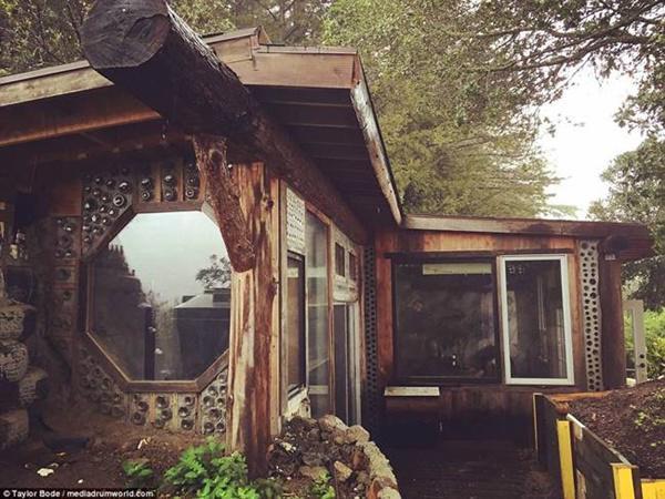 Không gian sống của căn nhà gần gũi với thiên nhiên, vô cùng thoáng mát.