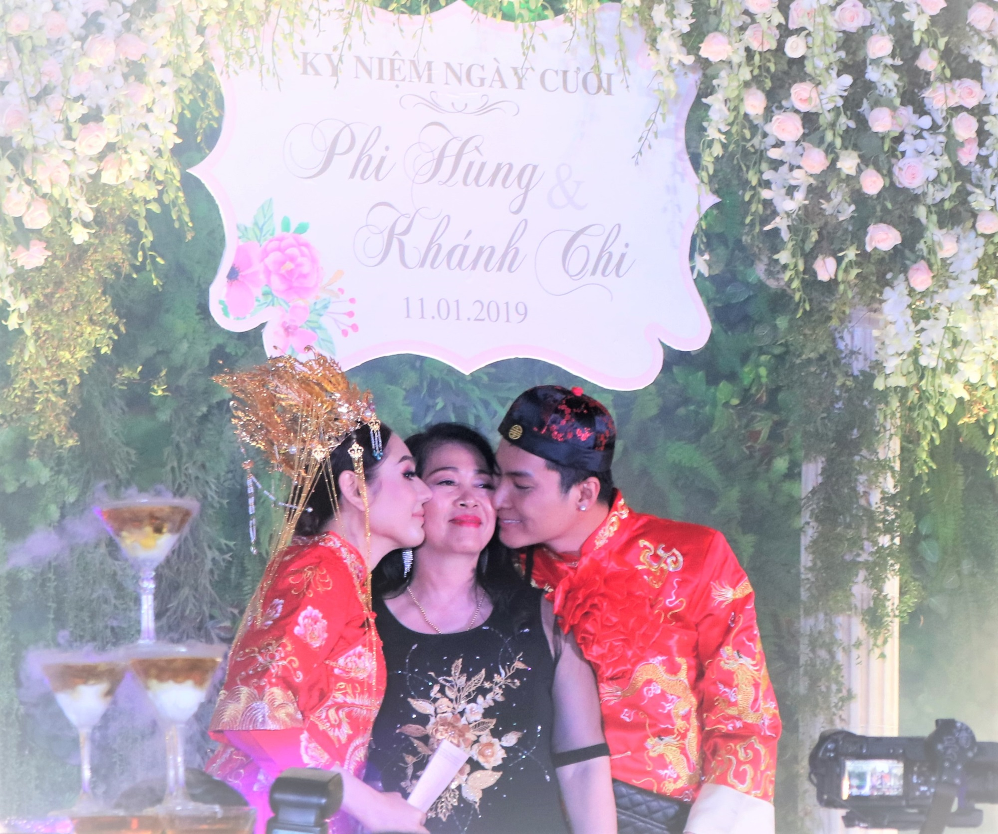 Mẹ chồng gọi Lâm Khánh Chi là món quà đặc biệt, tặng con dâu sổ đỏ 419 m2 đất ở quê nhà - Ảnh 1