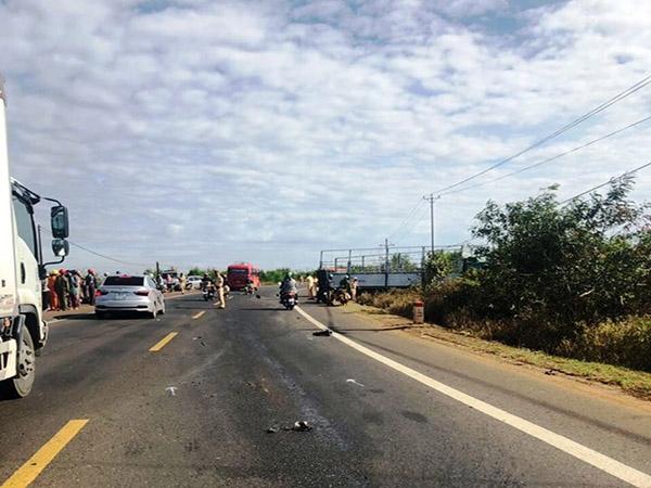 Tông vào xe tải bị tai nạn giữa đường, thiếu nữ cùng 2 em ruột tử vong thương tâm  - Ảnh 1