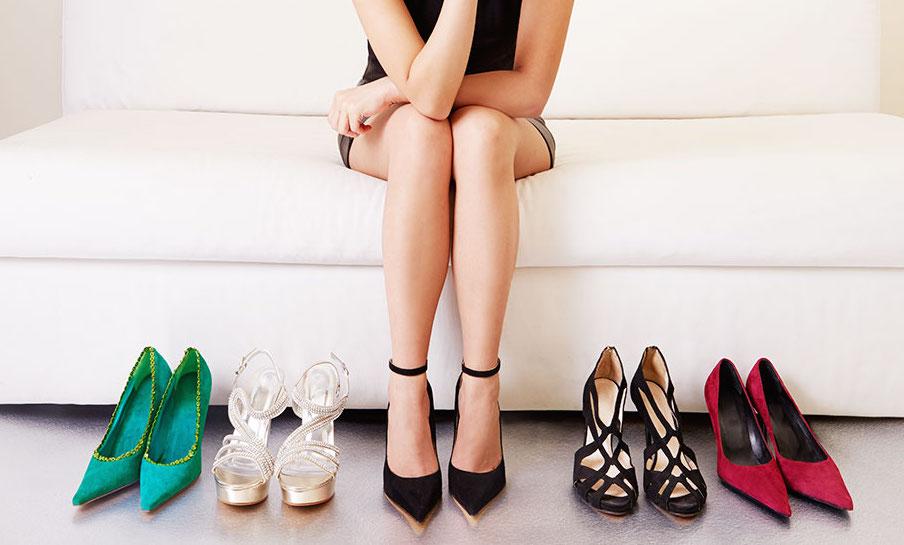 Việc đi giày cao gót thường xuyên cũng có tác động tiêu cực đến vùng khung xương chậu, thắt lưng.