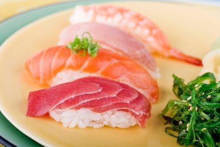 Những thực phẩm hạn chế ăn khi mang thai - Ảnh 1