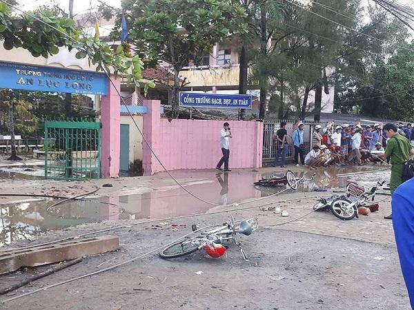 6 học sinh thương vong vì bị điện giật ngay cổng trường - Ảnh 1
