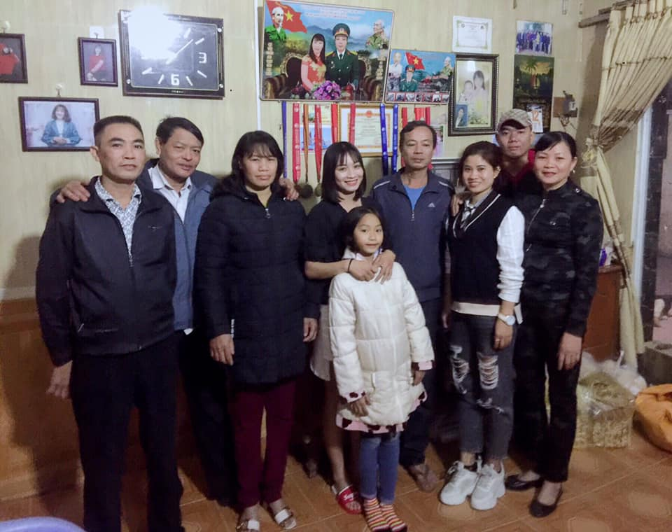 Bức ảnh giản dị sum họp bên gia đình của hotgirl sân cỏ Hoàng Thị Loan 'đốn gục tim' cư dân mạng - Ảnh 2