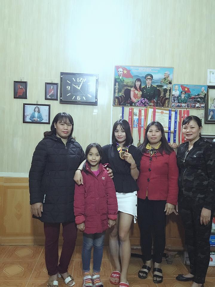 Bức ảnh giản dị sum họp bên gia đình của hotgirl sân cỏ Hoàng Thị Loan 'đốn gục tim' cư dân mạng - Ảnh 3