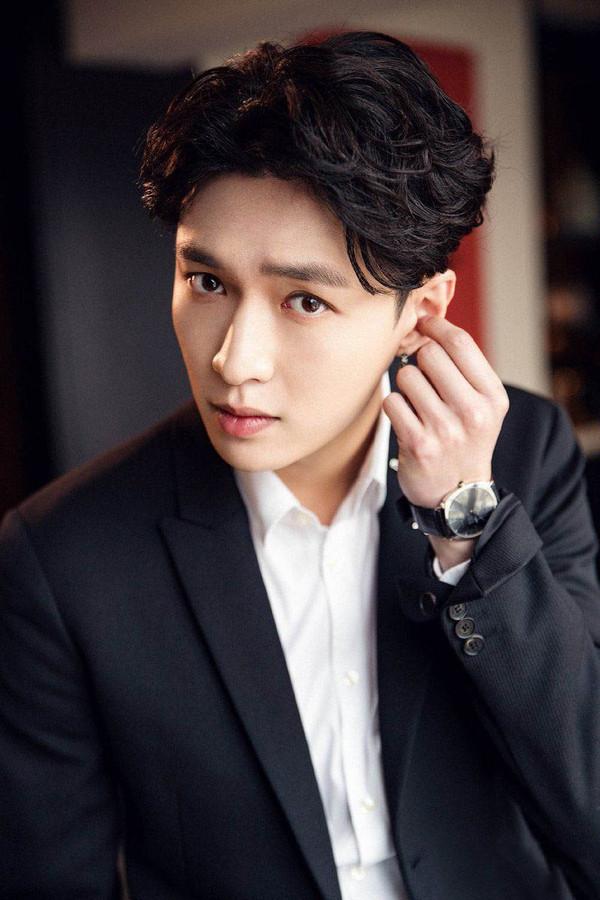 Nhìn lại loạt tin đồn hẹn hò của các thành viên EXO sau 8 năm ra mắt - Ảnh 13