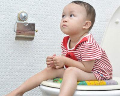 Táo bón kéo dài ở trẻ: Có thể dẫn đến suy dinh dưỡng - Ảnh 1