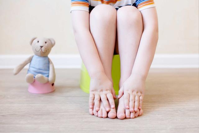 Táo bón kéo dài ở trẻ: Có thể dẫn đến suy dinh dưỡng - Ảnh 2