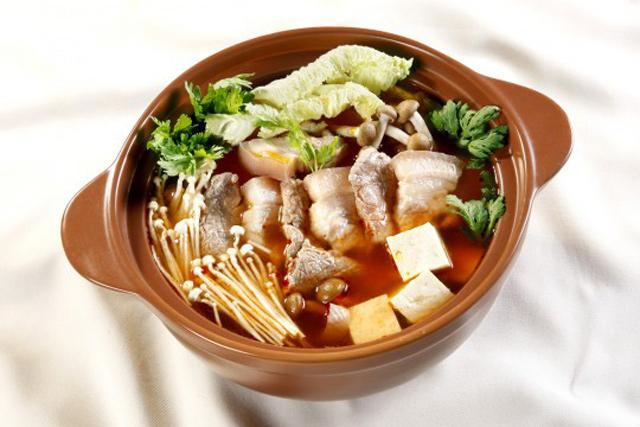 Tuyệt chiêu nấu lẩu kim chi Hàn Quốc ngon chuẩn vị, ai cũng mê mẩn - Ảnh 1