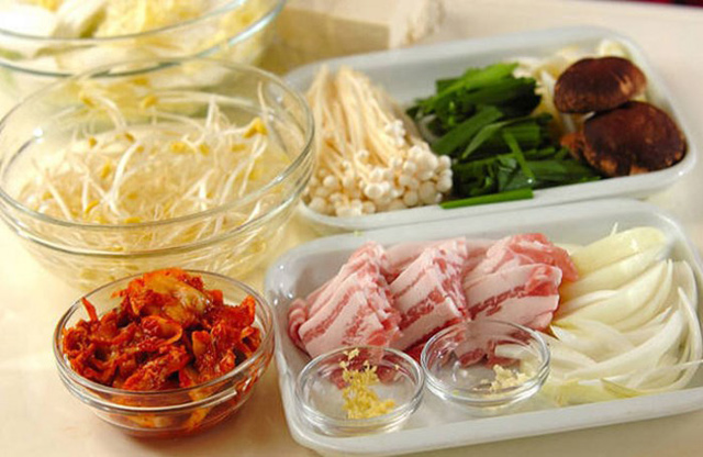 Tuyệt chiêu nấu lẩu kim chi Hàn Quốc ngon chuẩn vị, ai cũng mê mẩn - Ảnh 2