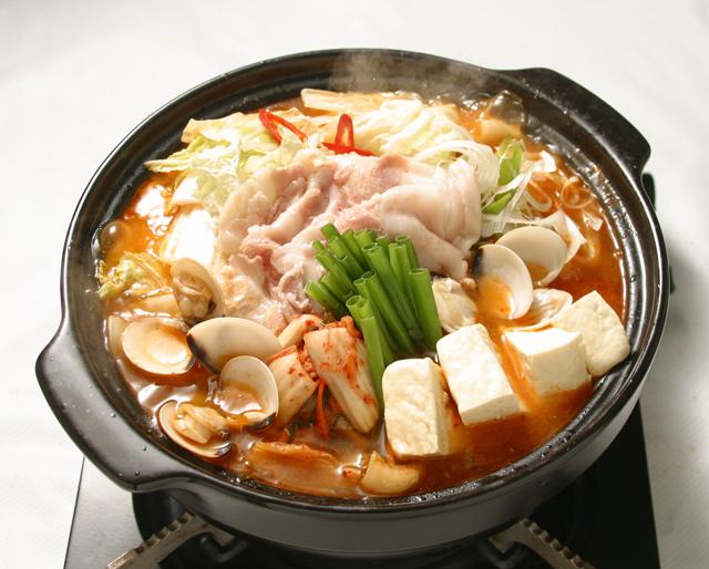 Tuyệt chiêu nấu lẩu kim chi Hàn Quốc ngon chuẩn vị, ai cũng mê mẩn - Ảnh 6