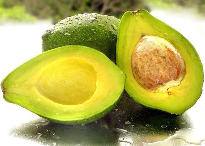 Trong quả bơ chứa nhiềuacid không bão hòa đơn và acid không bão hòa đa, giúp làm giảm các cholesterol xấu, thúc đẩy cholesterol tốt trong máu