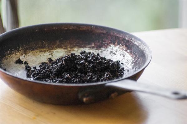 Làm sạch đồ gia dụng với bã cà phê là một trong những điều ít ai biết đến