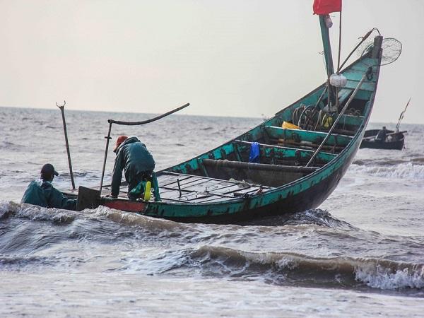 Dự báo thời tiết ngày 15/11: Vùng biển Bình Thuận đến Cà Mau, khu vực Nam Biển Đông có mưa dông - Ảnh 1