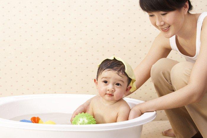 Những việc mẹ không nên làm khi trẻ mọc rôm sảy - Ảnh 2