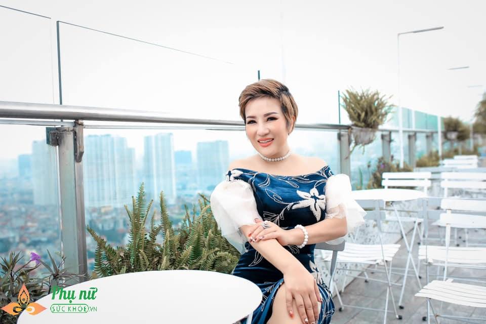 Khâm phục cách sống chung với ung thư của nữ ca sĩ Hà thành: Ra khỏi phòng xạ trị là cất tiếng hát - Ảnh 1