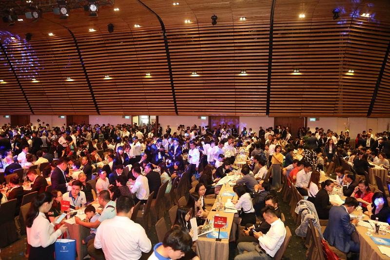 """Với gần 2.000 khách hàng tham dự, sự kiện công bố chính thức dự án Sunshine City Sài gòn đã tạo nên """"cơn khát"""" mới trên thị trường BĐS TP.HCM."""