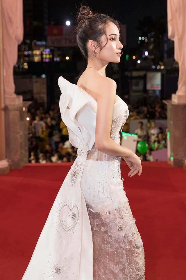 Hiếm hoi xuất hiện, bạn gái Dương Khắc Linh bị chê diện trang phục lố bịch và quê mùa - Ảnh 2