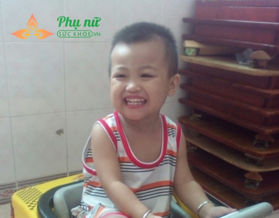 Bé Nguyễn Minh Tân kháu khỉnh khi chưa phát bệnh ung thư máu
