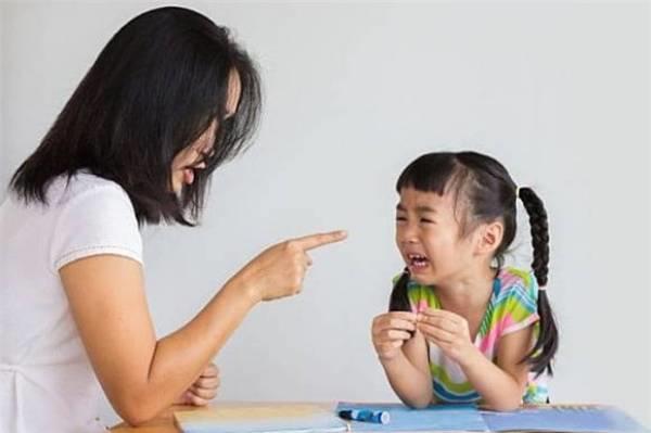 4 cách ứng xử của mẹ trong những năm đầu đời giúp trẻ phát triển nhân cách tốt  - Ảnh 1